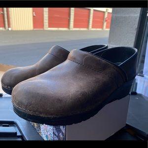 Dansko Grain Brown Leather Clogs Wedge Sandals